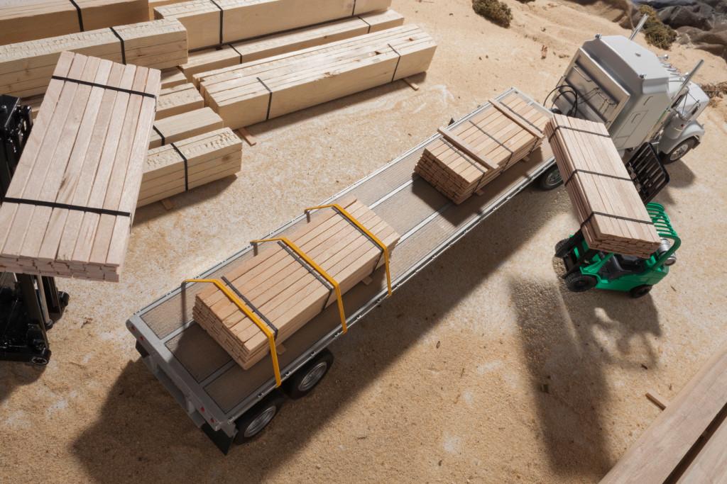 truck-loading-pallets